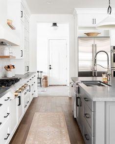 Home: Kitchen White cabinets + wood floating shelves + dark countertops. Studio Kitchen, New Kitchen, Kitchen Decor, Kitchen Ideas, Long Kitchen, Decorating Kitchen, Kitchen Living, Decorating Ideas, Latest Kitchen Designs