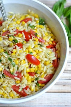 Roasted Corn Orzo Pasta Salad - perfect for lunch! Roasted Corn Orzo Pasta Salad - perfect for lunch! Vegetarian Recipes, Cooking Recipes, Healthy Recipes, Vegetarian Pasta Salad, Ham Recipes, Recipes Dinner, Cocktail Recipes, Healthy Foods, Dinner Ideas