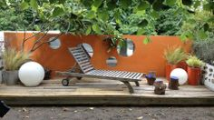 Créer un jardin pop et nature // http://www.deco.fr/diaporama/photo-jardins-jardin-recreer-un-balcon-pop-et-nature-73859/