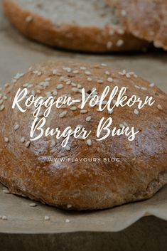 Burger buns are homemade for me! If you bring a little time with you, it's not that difficult and you have super delicious burger buns for your barbecue party! Here I show you how you can bake delicious rye-spelled wholemeal burger buns! Paleo Burger, Burger Buns, Burger Recipes, Grilling Recipes, Menu Dieta, Vegan Banana Bread, Delicious Burgers, Healthy Chicken Recipes, Cupcake Recipes
