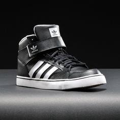 Tênis Adidas Varial Mid 2  #style #AdidasOriginals #LookAdidas . WWW.BALBINOSHOP.COM.BR R$251,00 em até 12x sem juros de R$20,92 pelo cartão de crédito. ou apenas R$235,94 em depósito bancário (6% OFF)