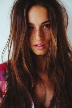 Freckles and brunette hair. Such natural beauty