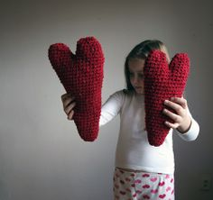 knitted hearts for valentines Crochet For Kids, Crochet Toys, Knit Crochet, Hand Knitting, Knitting Patterns, Crochet Patterns, Heart Projects, Knitted Heart, Yarn Stash