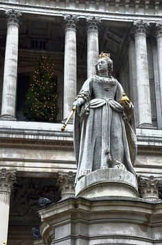 Queen Anne. Statue of the last Stuart monarch (r 1702-14) outside St Paul's Cathedral, with 2012 Christmas tree high up in the background. The original statue was by Francis Bird and completed in 1712, just after Wren's cathedral was itself finished (and Anne was on the throne). This version is is actually a replica by Richard Belt, completed in 1886 after the original had fallen into ruin.