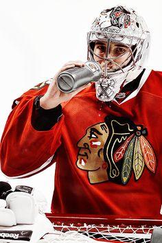 Corey Crawford Hockey Helmet, Women's Hockey, Blackhawks Hockey, Chicago Blackhawks, Hockey Baby, Hockey Stuff, Corey Crawford, Carolina Hurricanes, Nhl
