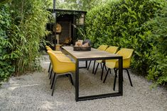 Garden Inspiration, Interior Inspiration, Garden Design, House Design, Dining Chairs, Dining Table, Home Landscaping, Outdoor Furniture Sets, Outdoor Decor