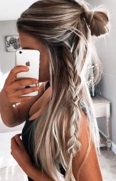 Excellent Easy hairstyles for long hair are an important part of our beauty routine on Valentine's Day. These easy hairstyles are a real deal. The post Easy hairstyles for long hair are an impo . Hair Day, New Hair, Wavy Hair, Ombre Hair, Beach Day Hair, Beach Blonde Hair, Blonde Bun, Blonde Brunette, Easy Hairstyles For Long Hair