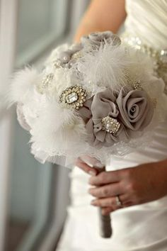 Beautiful vintage bouquet...! Perfect for a black & white or grey & white wedding, too.