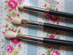 Crown Brush Review - http://chanellejade.blogspot.co.uk/2013/10/crown-brush-review.html