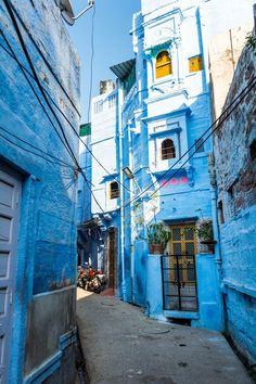 Photos: the streets and people of the Blue City of Jodhpur, Rajasthan A very blue alley way in the blue city of Jodhpur in Rajasthan state, India Jodhpur, Indian Aesthetic, City Aesthetic, Blue Aesthetic, India Tour, India India, Delhi India, Rajasthan India, India Street