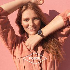 """Ο υπέροχος καιρός μας φτιάχνει την διάθεση και μας ανοίγει την όρεξη για πιο carefree style!  Πέτυχέ το με τα μοναδικά κομμάτια της καλοκαιρινής συλλογής Fossil Summer 2020! Τώρα και με """"5%OFF"""" στο checkout 🛒 Fossil Watches, Shopping, Fashion, Moda, Fashion Styles, Fashion Illustrations"""