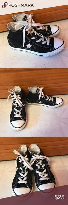 MAKE AN OFFER💕Boys Converse Shoes Super cute kicks! Can be worn by a boy or a girl. Girl size 6! Converse Shoes Sneakers