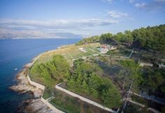 #RobinsonHouseRomantica offers #petFriendlyAccommodation 20m from first beach, 50m from #sandyBeach in #LovrecinaBay and 4km from #Postira on #islandBrac #Croatia    For more info and #booking please click on the link. For other offer of #PostiraVacationRentals or #CroatiaApartments visit www.croatiapartments.net and find best #accommodation offer for your #CroatiaHolidays without agency commission