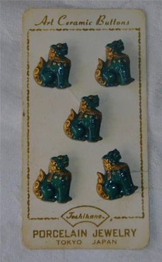 ButtonArtMuseum.com - RARE Card of Five Japan Porcelain Realistic Foo Dog Buttons reading : Art Ceramic Buttons, Porcelain jewelry Tokyo Buttons