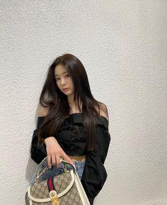 South Korean Girls, Korean Girl Groups, Urban Words, Ju On, Japanese Girl Group, Korean Entertainment, Kim Min, Popular Music, Korean Singer