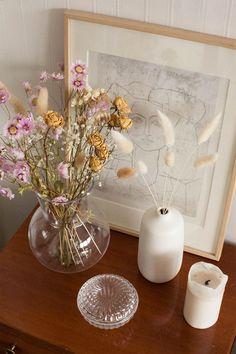 Home Interior Plants Dried Flower Arrangements, Dried Flowers, Flowers Vase, Pretty Flowers, Room Ideas Bedroom, Bedroom Decor, Room Inspiration, Interior Inspiration, Decoration Entree