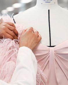 Ralph & Russo (@ralphandrusso) • Fotos e vídeos do Instagram Ralph And Russo, Couture, Unique, Crafts, Instagram, Fashion Inspiration, Atelier, Manualidades, Handmade Crafts