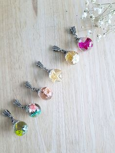 Resin jewelry with real flowers, made in canada, resin pendant, flower jewelry