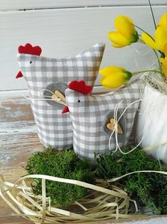 Lütt und Weithin Produkte des Verkäufers Betty HOME Flercz - Farzaneh H. Chicken Crafts, Chicken Art, Home Crafts, Diy And Crafts, Craft Projects, Sewing Projects, Chickens And Roosters, Fabric Birds, Spring Crafts