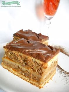 Prajitura Zserbo cu Mere Romanian Desserts, Russian Desserts, Romanian Food, Romanian Recipes, No Bake Desserts, Just Desserts, Apple Deserts, Hungarian Cake, Macedonian Food