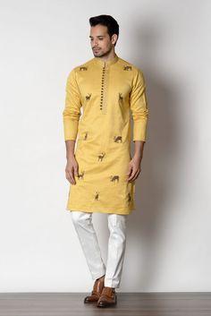 Puneetandnidhi Noida based designer of kurta concepts. Check out our latest collection of Sherwanies, Kurta, Achkan & Nehru Jacket ethnic concepts etc. Men Ethnic Wear India, India Fashion Men, Mens Indian Wear, Indian Groom Wear, Indian Men Fashion, Mens Designer Shirts, Designer Suits For Men, Designer Clothes For Men, Traditional Indian Mens Clothing