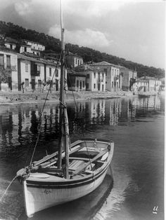 A boat with the name of '' Argo ''. Rare Photos, Old Photos, Vintage Photos, Greece Photography, Good Old Times, As Time Goes By, Old City, Ancient Greece, Athens
