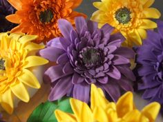 How to make gumpaste Gerbera daisies.