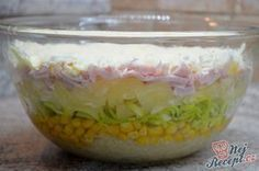 """Netradiční kombinace, ale ta chuť je fantastická. Potřebovala jsem spotřebovat sterilovaný celer a ananas a přemýšlela jsem co s tím. Na internetu je receptů s takovou kombinací surovin málo, ale přece jsem něco našla. Vrstvený salát jsem už dělala, ale jednostlivé vrstvy byly vždy takové """"klasičtější"""" jako je maso, čínské zelí, salátové listy, kukuřice, šunka, nastrouhaný sýr, ale při tomto vrstveném salátu se musela vynechat některé suroviny, přece aby to všechno spolu lad..."""