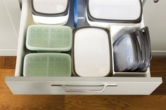 Cajón de cocina con tupers 00469090 Tidy Kitchen, Tidy Up, Cuisines Design, Home Organization, Organizing, Organiser, Design Moderne, Grande, Inspiration