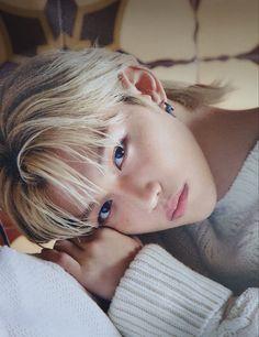 Stray Kids Chan, Felix Stray Kids, Mini E, Kids Wallpaper, Boyfriend Material, Freckles, Baby Photos, Fandom, Pretty