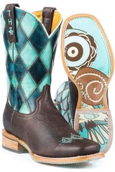 I totally want these!  They're beautiful!! What of wear them with is the question!