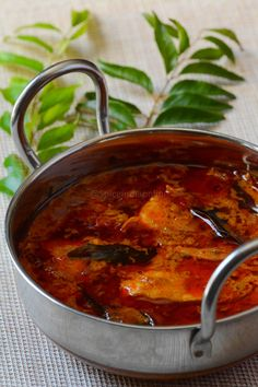 Malabar Fish Curry - Kerala Fish Curry — Spiceindiaonline Malabar fish curry is typically a kerala style meen Kuzhambu. where the gravy is flavored with fresh coconut milk. This recipe of Sandhya Indian Fish Recipes, Fried Fish Recipes, Veg Recipes, Curry Recipes, Seafood Recipes, Cooking Recipes, Keema Recipes, Indian Foods, Cooking Gadgets