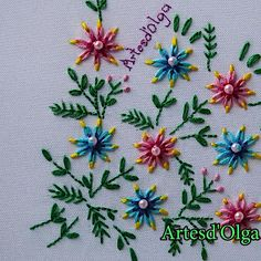 Cómo Bordar Flores Tricolor The Effective Pictures We Offer You About crochet stitches A quality picture can tell you many things. Diy Embroidery Patterns, Ribbon Embroidery Tutorial, Creative Embroidery, Simple Embroidery, Silk Ribbon Embroidery, Crewel Embroidery, Embroidery Kits, Vintage Embroidery, Hand Embroidery Dress