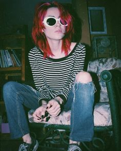 Kurt Cobain Retro Sunglasses - Dizaster In A Halo Grunge Outfits, Retro Outfits, Grunge Fashion, 90s Fashion, Cool Outfits, Soft Grunge, Grunge Look, Grunge Girl, Grunge Style