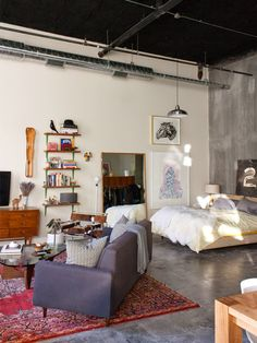 我們看到了。我們是生活@家。: 來到西雅圖插畫家Kelsey Dake的家!開放式的一室公寓