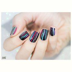 Stripes stripes stripes ! Bon dimanche tout le monde ❤️#nails #nailart #stripes