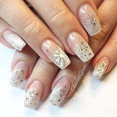 Immagine tramite We Heart It https://weheartit.com/entry/149767976 #christmas #cute #december #glitter #gold #nails #perfect #snowflake #winter