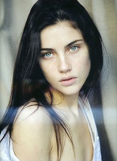 Pale skin, freckles, green eyes and black hair. Black Hair Pale Skin, Long Black Hair, Black Hair Model, Dark Hair Blue Eyes, Long Hair, Dark Green Eyes, Pale Blue Eyes, Pale Skin Makeup, White Hair