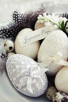 Make handmade Easter eggs. Craft Easter eggs for last minute decorations. Use dye Easter eggs and decorate with glitter, paper, fabric, chalkboard, crochet Egg Crafts, Easter Crafts, Easter Decor, Easter Centerpiece, Easter Ideas, Hoppy Easter, Easter Eggs, Crochet Easter, Crochet Lace