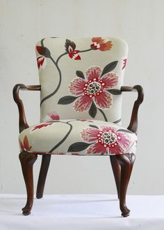 I need two armchairs in my living room and I don't want them to match. Small Accent Chairs, Accent Chairs For Living Room, Living Rooms, Upholstered Arm Chair, Chair Upholstery, Swivel Chair, Dining Room Chairs Ikea, Arm Chairs, Antique Armchairs