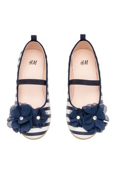 Ballet flats in faux leather with decoration at front, grosgrain trim at top edge, and loop at back. Faux leather lining and H&m Shoes, Baby Shoes, H&m Fashion, Fashion Online, Winter Shoes, Blue And White, Dark Blue, Grosgrain, Girls Shoes