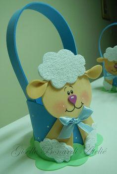 Lembrancinha Ovelha II Diy Crafts For Gifts, Foam Crafts, Crafts For Kids, Cute Sheep, Baby Shawer, Ideas Para Fiestas, Beautiful Handmade Cards, Felt Ornaments, Cool Diy