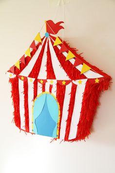 Piñatas artesanales para eventos y fiestas como cumpleaños, bautizos, comuniones y bodas. Realizadas 100% a mano Circus 1st Birthdays, Carnival Birthday Parties, Circus Birthday, First Birthdays, Vintage Circus Party, Circus Theme Party, Party Themes, Party Ideas, Royal Princess Birthday