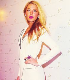 Why can't I look like that?! She's ridiculously HOT!