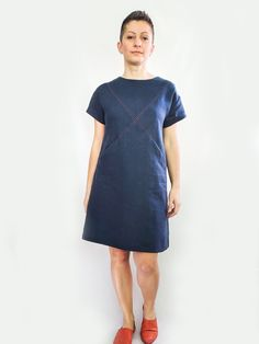 The Maxine Dress sewing pattern from Dhurata Davies. Maxine is a stylish and versatile loose fitting dress with criss-cross front detail. Interfacing Fabric, Dress Making Patterns, Sewing Blogs, Dressmaking, Diy Fashion, Sewing Patterns, Dresses For Work, Dress Sewing, Trending Outfits