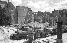 040. 1945. Berlin panzer vi tiger hansaviertel.