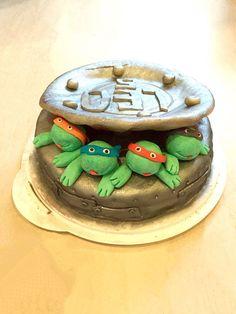 Dieser schönen Torte hat Nicole einen goldenen Glanz verpasst. Schaut mal in unserem Shop nach:  http://www.tolletorten.com/advanced_search_result.php?keywords=gold&x=0&y=0