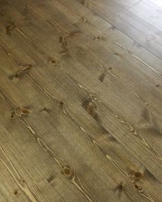 """Ny"" hytte med beis - Hytter innvendig - ifi.no Hardwood Floors, Flooring, Texture, Cabin, Beige, Wood Floor Tiles, Surface Finish, Wood Flooring, Cabins"