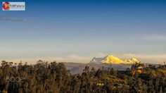 Volcán Antisana - Vista del volcán Antisana (5753 msnm) al atardecer desde la ciudad de Quito, Ecuador. // Antisana volcano view (18874 fasl) at sunset from the city of Quito, Ecuador.