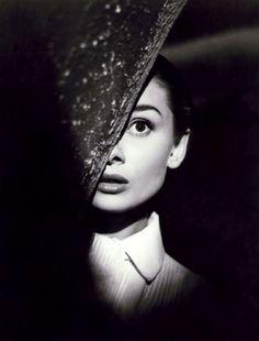 Audrey Hepburn in Roman Holiday(1953, dir. William Wyler).